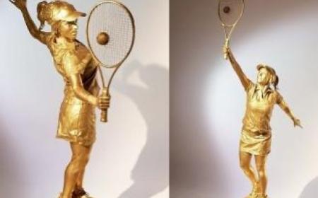 Tennis Statue