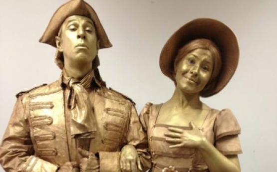 Gold Statues – VIC