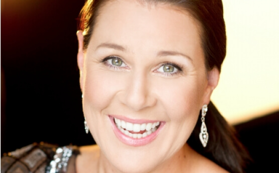 Julia-morris-celebrity hosts