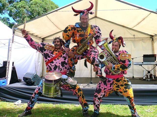 No Bull roving musicians.pg