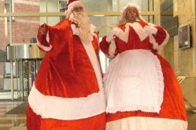 Giant Santa & Mrs Clause