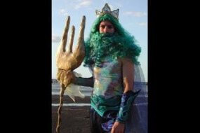 King Neptune – Stilts