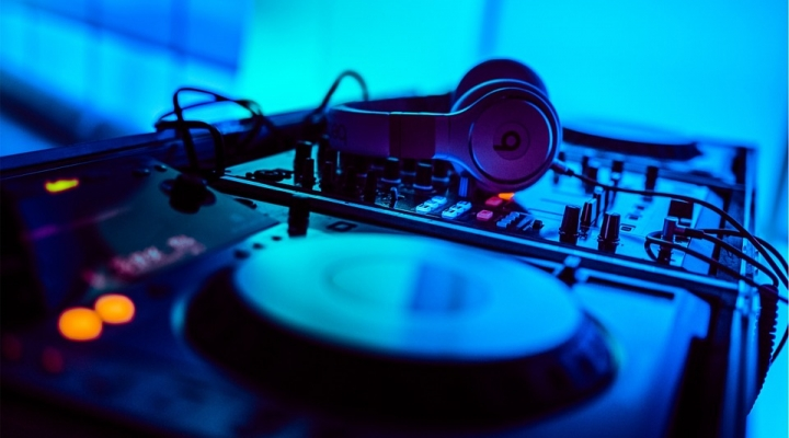 DJ hire – Important things to consider