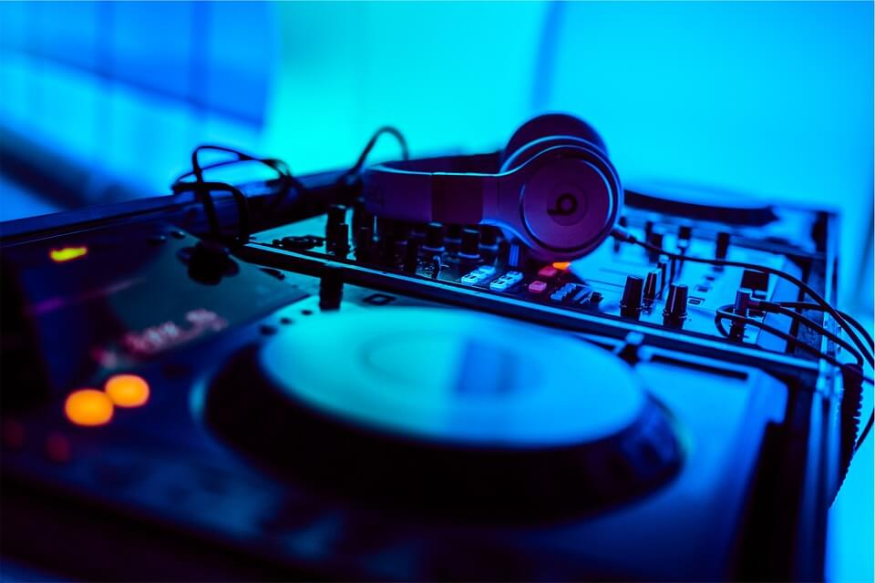 DJ Hire Important Things to Consider-1