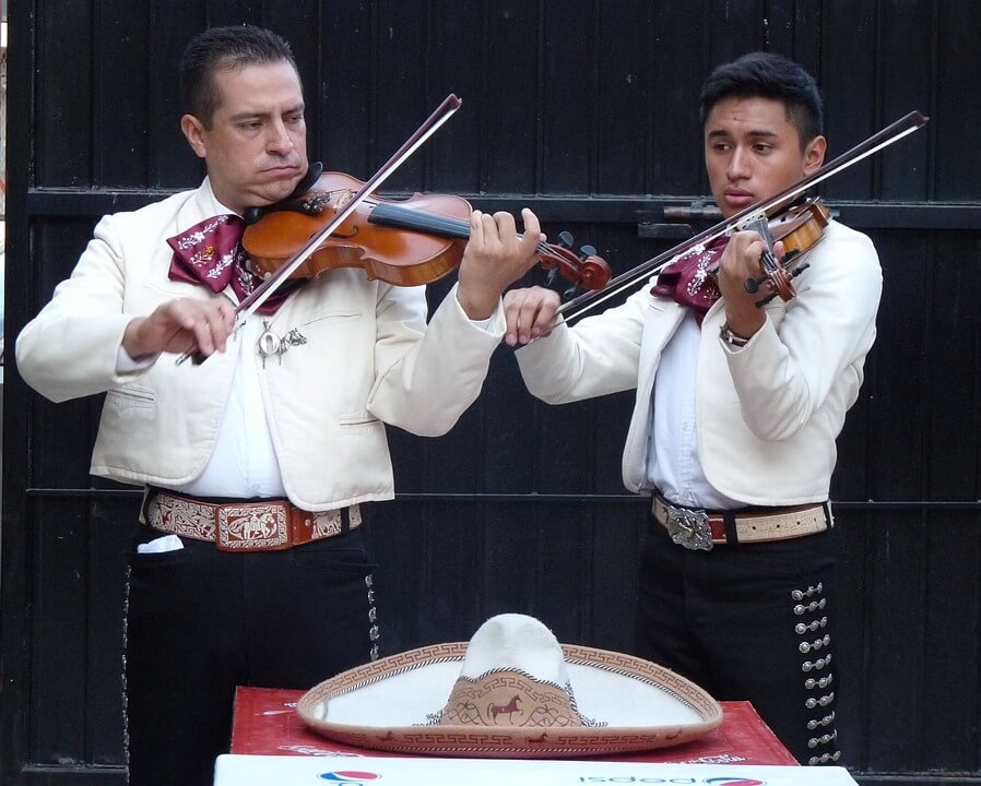Roving performers mariachis