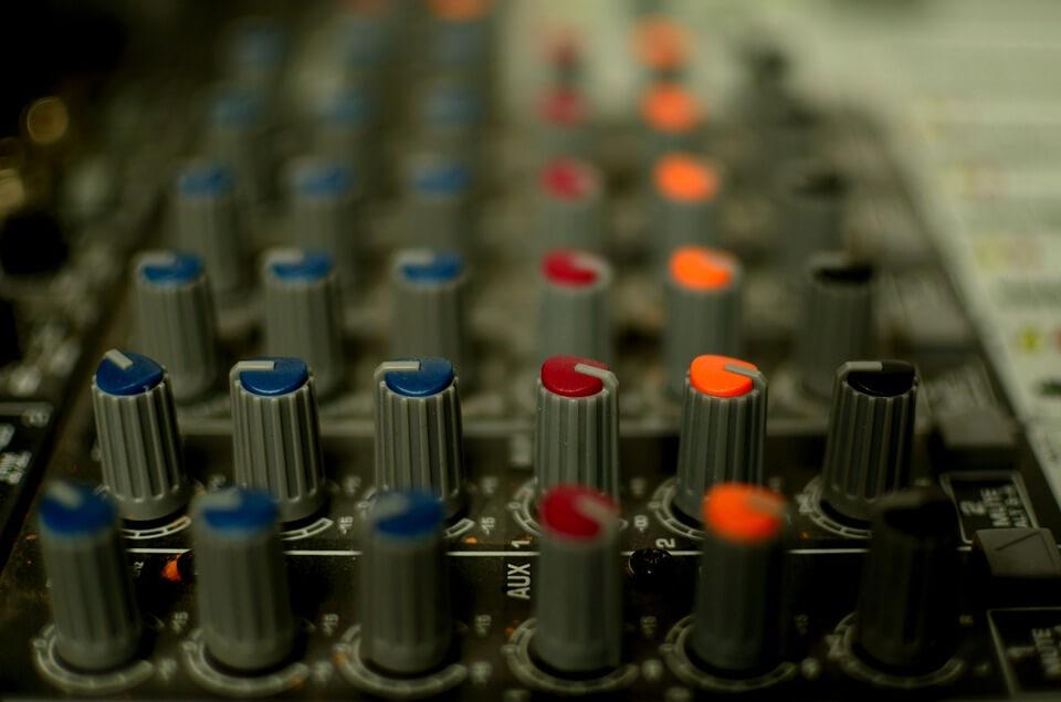 DJ HIRE MELBOURNE- DJS FOR HIRE- WEDDING DJ FOR HIRE