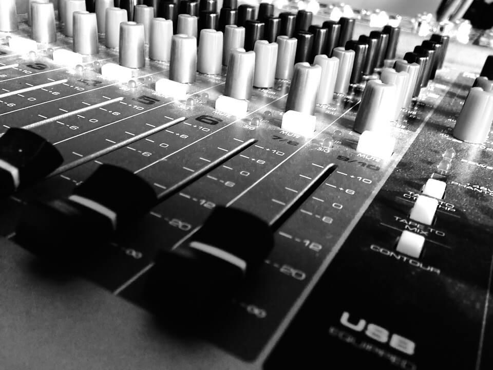 DJS SYDNEY FOR HIRE-WEDDING DJ SYDNEY