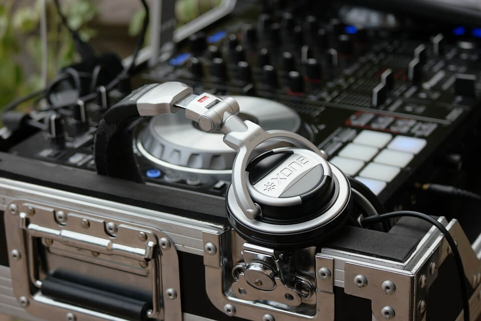 DJ - DJ hire - DJs for events -Wedding DJs - Party Disc Jockey