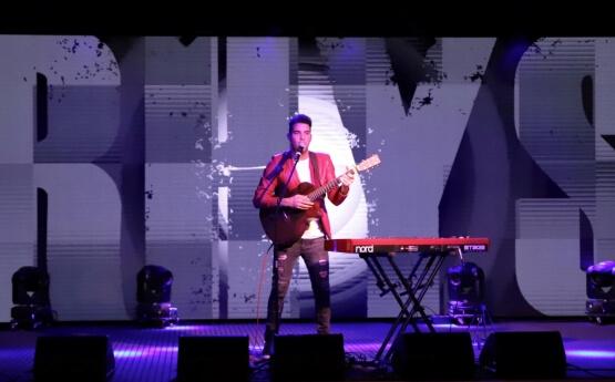 Rhys   Solo Musician