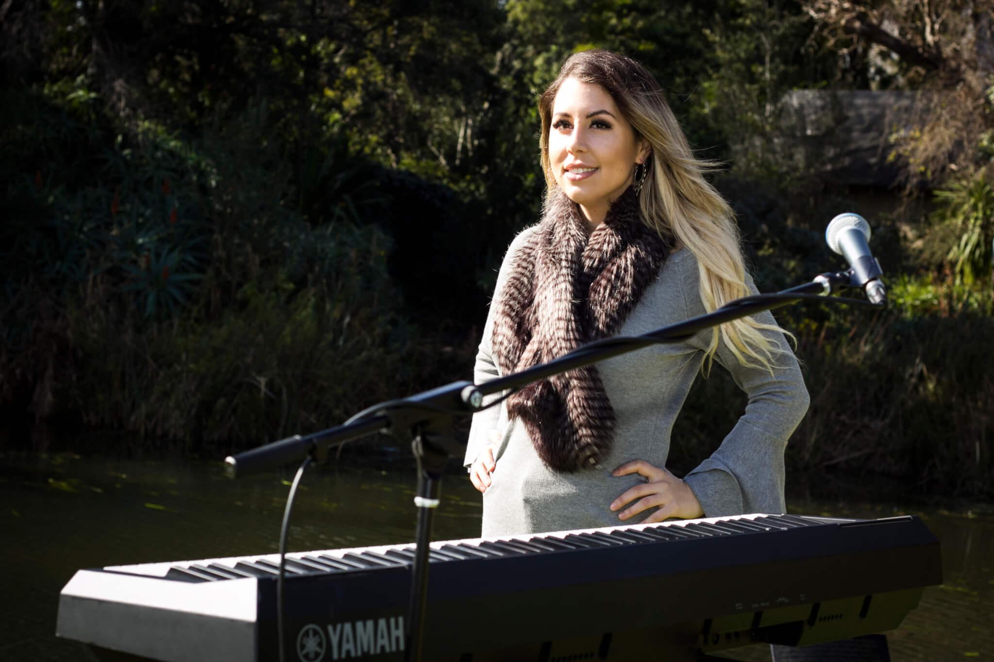 Alexa | Solo Piano Singer