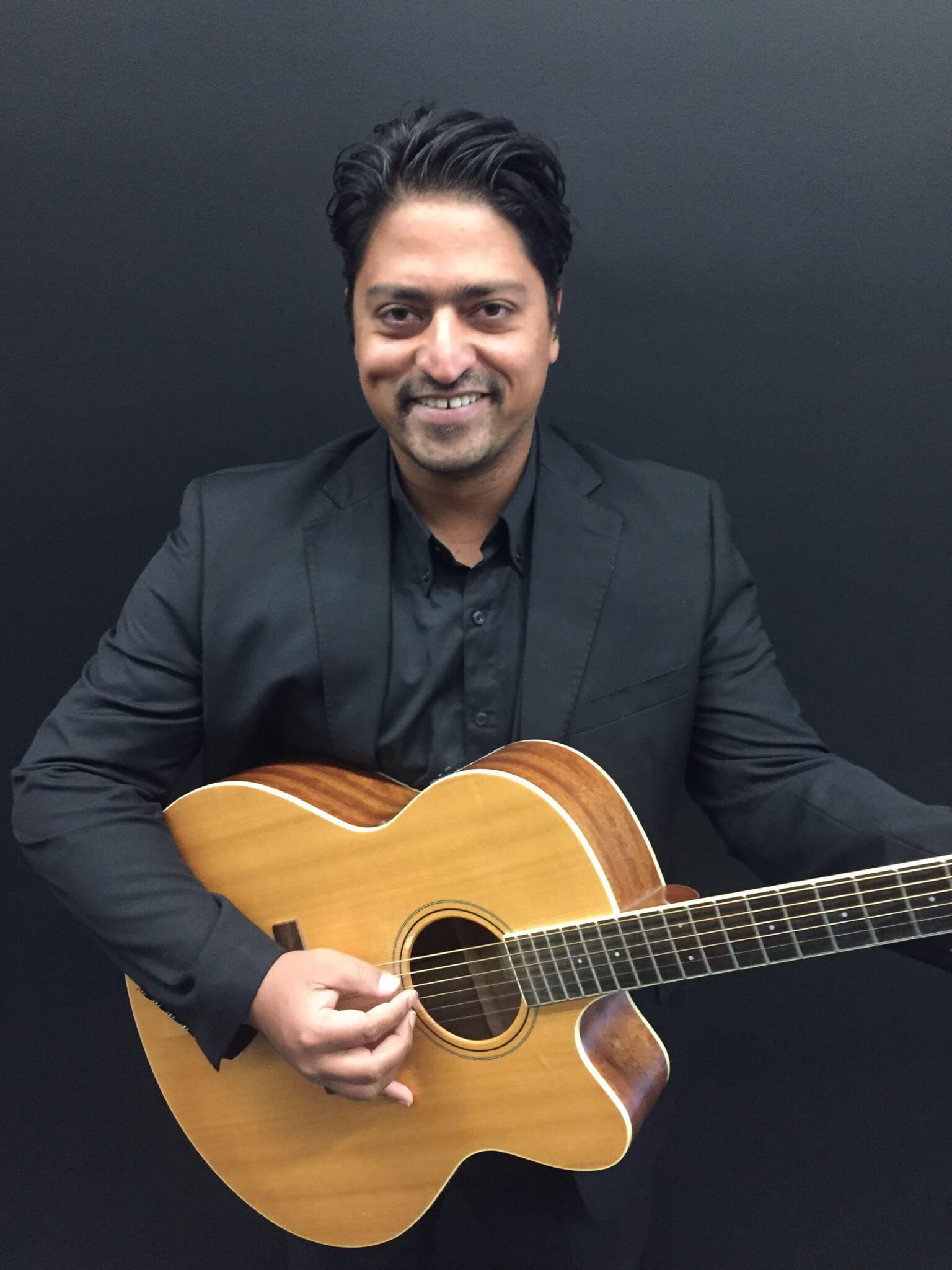 Avi M | Solo Musician Melbourne