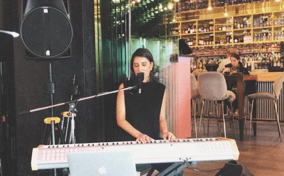 Lily R | Solo Musician